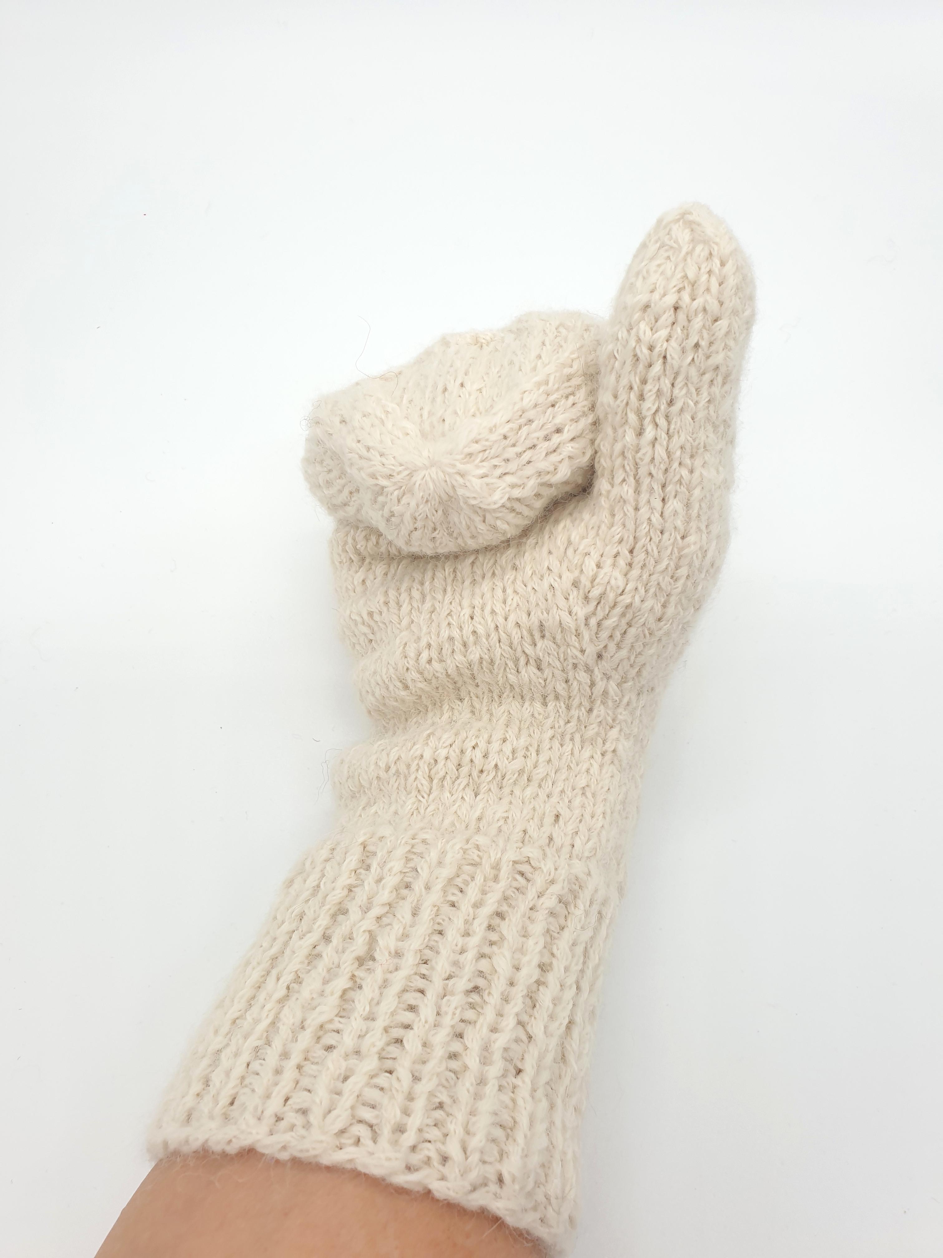 Hochwertige, Handschuhe, Fausthandschuhe aus Baby-Alpaka-Wolle Farbe: Naturweiß | Handmade by Millwa